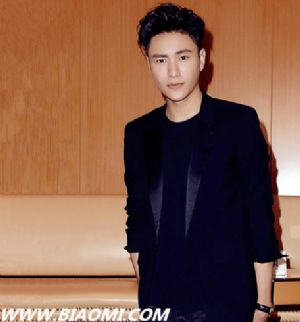 陈坤佩戴名士克里顿系列腕表优雅亮相第40届香港国际电影节
