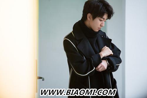王俊凯登杂志开年封 步入成年的他演绎了这款腕表 热点动态 第2张
