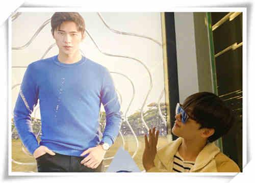万宝龙品牌大使杨洋公布兄弟照?二人谁戴表更有范儿?
