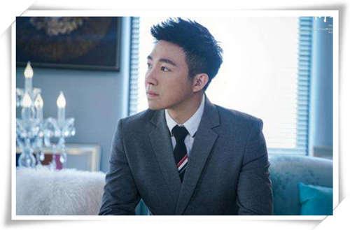 俞灏明在《你和我的倾城时光》中扮演的呆萌顾延之的腕表佩戴是何种风格