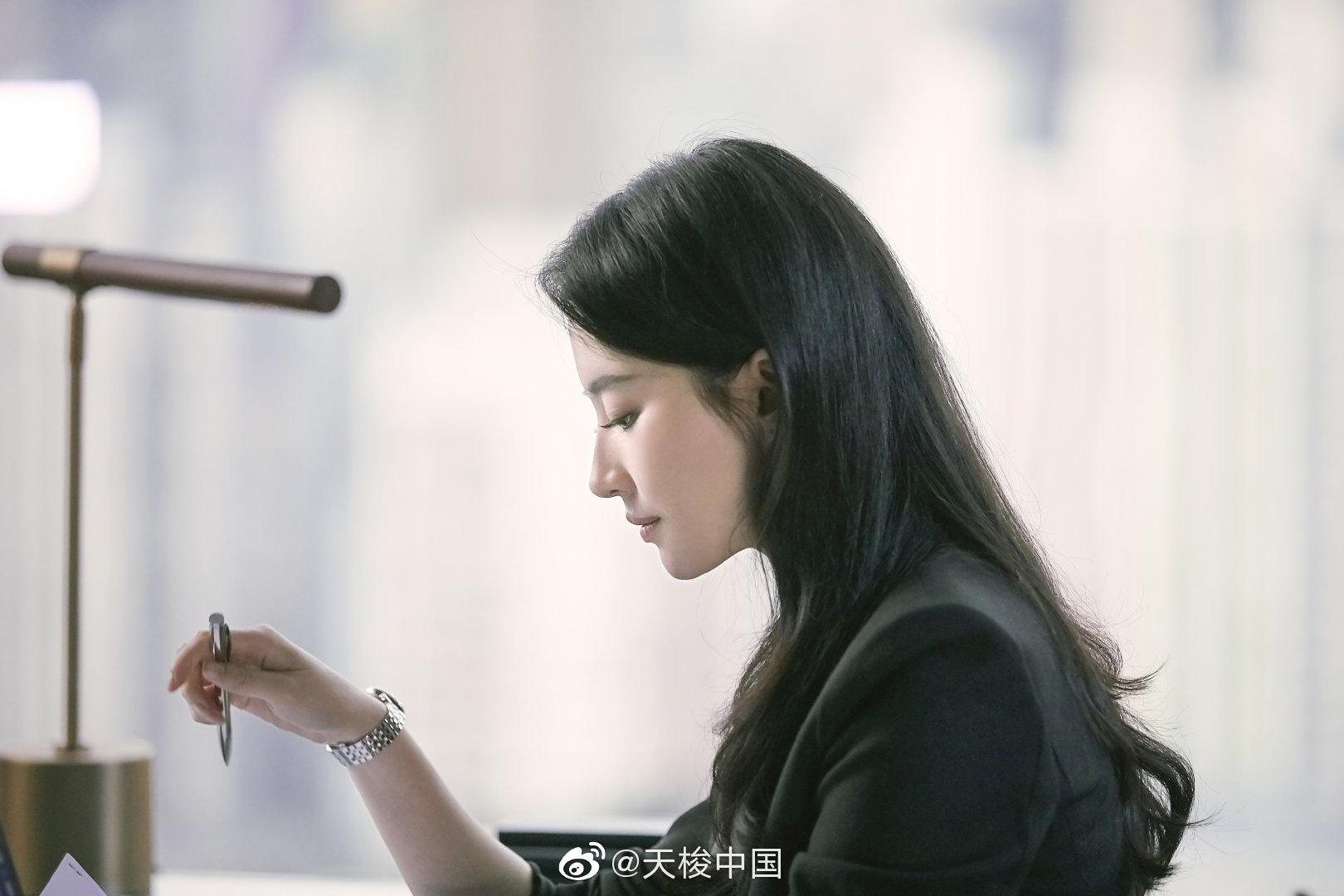 刘亦菲七夕腕表大片上线 天梭卡森臻我系列腕表展示职场女性优雅魅力