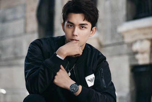 吴磊成为 Armani大中华区及亚太区全新男士腕表形象代言人