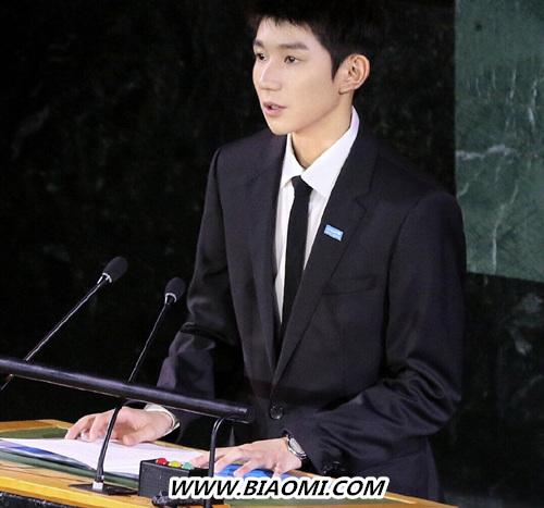 王源佩戴ChopardL.U.C XP 腕表现身联合国大会堂 并为儿童发声 名表赏析 第1张