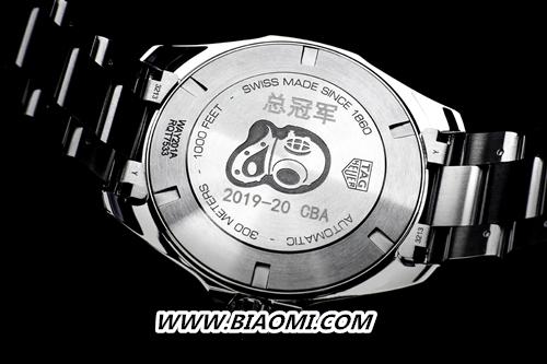 CBA夺冠之夜 姚明为广东队队员佩戴腕表 竞潜系列 泰格豪雅 名表赏析  第2张